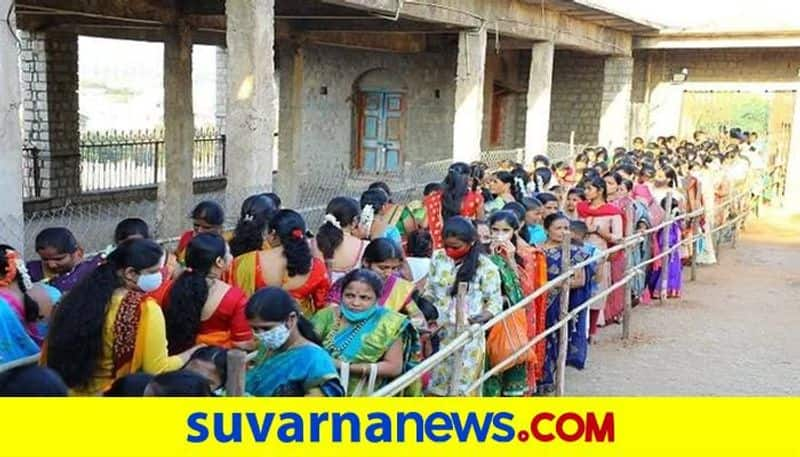 Devotees Rush to Visit Gavisiddeshjwara Matha in Koppal grg