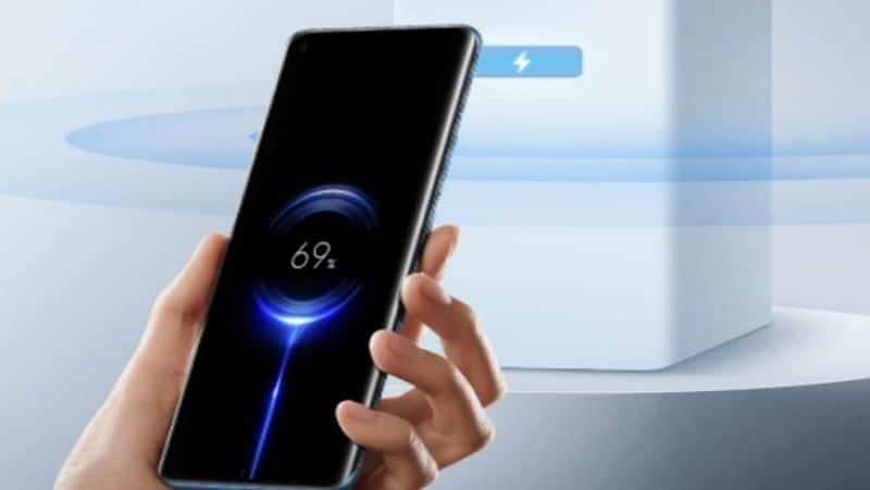 """<p style=""""text-align: justify;"""">Do you think wireless charging affect the battery life of your smartphone? Well, if you do, then it's a myth because no science can prove that it actually affects battery life. Like this, there are many myths that we believe, which leads us to not using a wireless charging system. Mid-range to premium mobile phones come with a wireless charger, but we do not consider using them. Take a look.</p>"""
