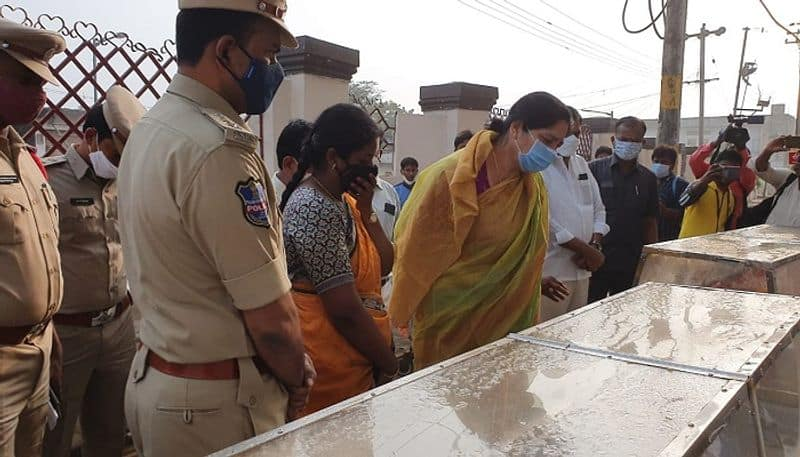 minister satyavathi rathod condolences to marrimitta accident family members - bsb