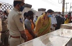 <p>minister satyavathi rathod condolences to marrimitta accident family members</p>