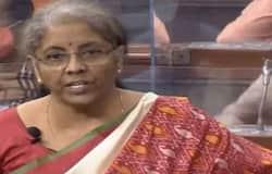 <p>आईपैड पर बजट पेश करने के साथ ही वित्त मंत्री निर्मला सीतारमण ने एक ऐप भी लॉन्च किया है। इस ऐप का नाम 'Union Budget Mobile App' है। इसमें आम जनता और संसद सदस्यों को बजट की जानकारी मुहैया करवाई जाएगी। इसे इंग्लिश और हिन्दी दोनों भाषा में यूज किया जा सकता है।</p>
