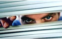 <p>peeping</p>
