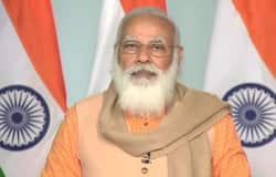 <p>মমতা সরকারকে নিশানা করে বেনজির ভাষায় আক্রমণ করেন নরেন্দ্র মোদী। তিনি বলেন,'এটাই আফসোস যে পুরো ভারতের কৃষকরা এই প্রকল্পের সুবিধা পাচ্ছেন। সব মতাদর্শের সরকার এই প্রকল্পের সঙ্গে যুক্ত আছেন। কিন্তু একমাত্র পশ্চিমবঙ্গ সরকার তা চালু করেনি।'<br /> &nbsp;</p>