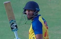 <p>তামিলনাড়ুর হয়ে ঘরোয়া ক্রিকেটে ৩১টি টি২০ ম্যাচে এখনও অবধি ২৯৩ রান সংগ্রহ করেছেন শাহরুখ। এছাড়া তামিলনাড়ুর হয়ে ২০টি লিস্ট-এ এবং ৫টি ফার্স্ট ক্লাস ম্যাচও খেলেছেন তিনি।<br /> &nbsp;</p>