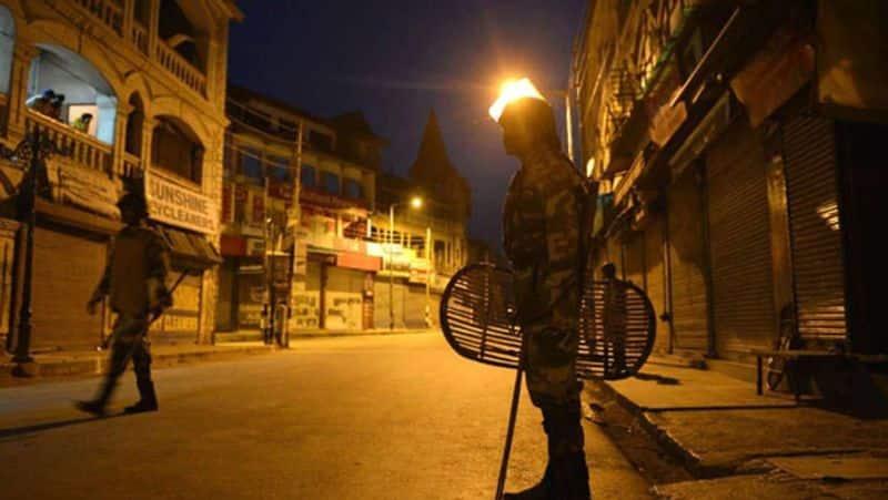 Night Curfew In Maharashtra From Sunday Malls To Shut At 8 PM pod