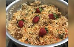 <p>strawberry biryani</p>