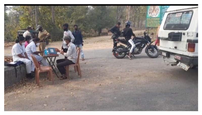 udf protest in karnataka border covid restrictions