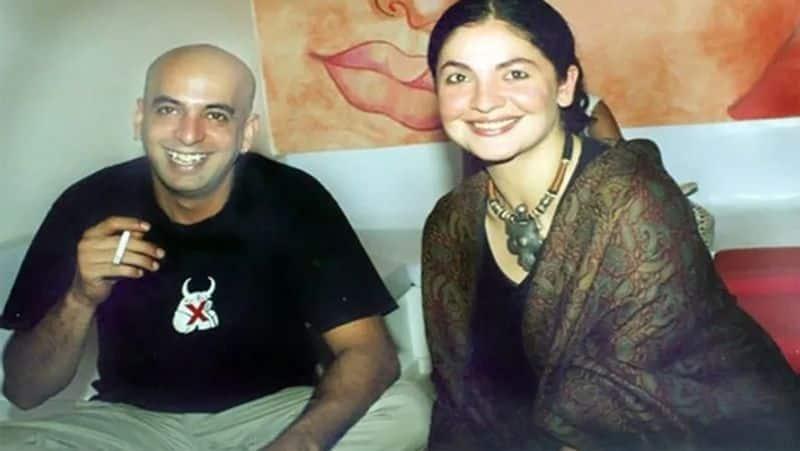 <p>ಪೂಜಾ ನಿರ್ದೇಶಿಸಿದ 'ಪಾಪ್' ಚಿತ್ರದಲ್ಲಿ ಮನೀಶ್ ಕಾಣಿಸಿಕೊಂಡರು. ಈ ಚಿತ್ರದ ಶೂಟಿಂಗ್ ಸಮಯದಲ್ಲಿ ಇಬ್ಬರ ನಡುವೆ ಪ್ರೀತಿ ಬೆಳೆಯಿತು.&nbsp;</p>