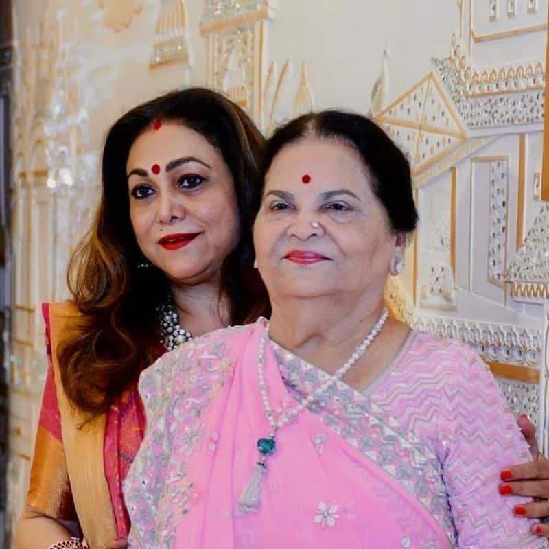 కోకిలాబెన్ అంబానీ గుజరాత్ లోని జామ్ నగర్ లో జన్మించారు. ఆమె 21 ఏళ్ళ వయసులో ధీరూభాయ్ అంబానీని వివాహం చేసుకుని ముంబైకి వెళ్లింది, ఆమె తన పెద్ద కుమారుడు ముకేష్ అంబానీతో కలిసి నివసిస్తోంది.