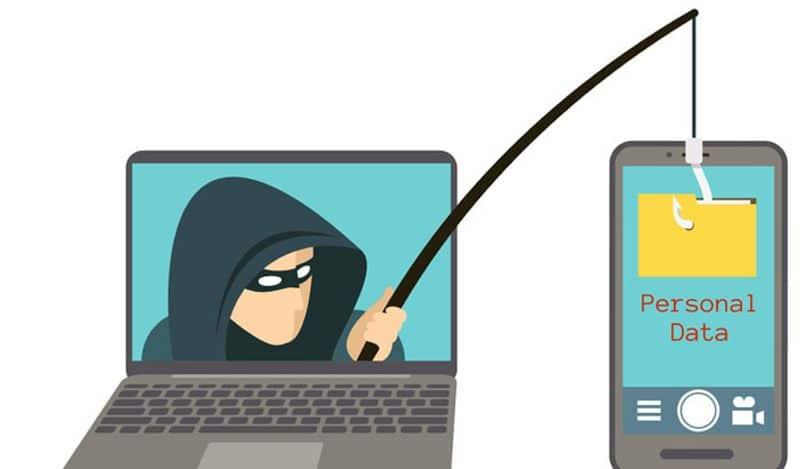 <p>जबसे ऑनलाइन ट्रांजेक्शन बढ़ा है, तबसे लोग साइबर फ्रॉड का शिकार हो रहे हैं। थोड़ी सी लापरवाही और लोगों की मेहनत की कमाई डूब जाती है। SBI ने लोगों को ऑनलाइन ठगी से बचने के लिए कुछ टिप्स दिए हैं। इनके जरिये आप अपने पैसों को डूबने से बचा सकते हैं।&nbsp;</p>