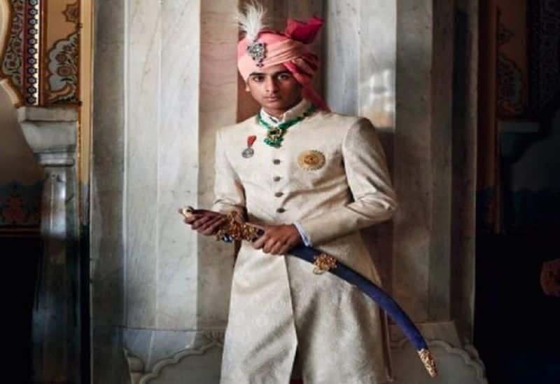 మహారాజా పద్మనాబ్ సింగ్ కు చాలా ఘనతలు ఉన్నాయి. అతను ఒక మోడల్, అలాగే గొప్ప పోలో ప్లేయర్ ఇంకా మంచి ట్రావెలర్. అతనికి నడక అంటే చాలా ఇష్టం. అతను కొత్త ప్రదేశాలలో ఎక్కువ సమయం గడుపుతాడని చెబుతారు. అతను ఇప్పటివరకు చాలా దేశాలను సందర్శించాడు.