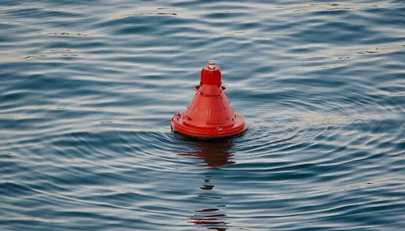 sailor who fell into ocean without life support srvived by clinging to a fishing buoy