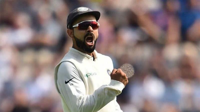 <p>दूसरे दिन जब इंग्लैंड की दोबारा बैटिंग आई तो वह सिर्फ 81 रन ही बना पाई। ऐसे में भारत को जीतने के लिए सिर्फ 45 रन बनाने थे। इसे भारत ने बिना विकेट गंवाए हासिल कर लिया। इसके साथ ही कोहली की कप्तानी में टीम ने बड़ा कारनामा करके दिखाया।</p>