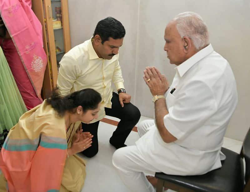 <p>ಕರ್ನಾಟಕ ಮುಖ್ಯಮಂತ್ರಿ ಬಿ ಎಸ್ ಯಡಿಯೂರಪ್ಪ ಅವರಿಗೆ 79ನೇ ಹುಟ್ಟುಹಬ್ಬ</p>