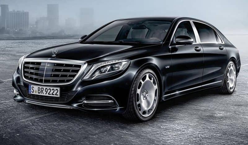 <p>Mercedes Benz 660 Guard में 6 लीटर के 12 बाई-टर्बोचार्ज्ड पेट्रोल इंजन लगे है। ये गाड़ी 523 Bhp का पावर और 850 Nm का टॉर्क जेनरेट करता है। इसके साथ ही कार के इंजन में 7 स्पीड ऑटोमैटिक गियरबॉक्स भी है। इस कार की शुरूआती कीमत 10 करोड़ रुपए है।</p>