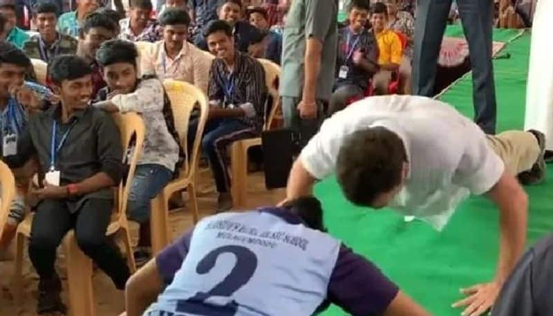 rahul gandhi accepts challenge by student and done push ups