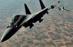 नेशनल डेस्क। यूनाइटेड अरब अमीरात (UAE) में मल्टीनेशनल वॉरफेयर एक्सरसाइज शुरू होने जा रही है। इसमें भारतीय वायुसेना भी शामिल होगी। इस सालाना संयुक्त युद्धाभ्यास (Multi-National Warfare Drill) को डेजर्ट फ्लैग नाम दिया गया है। यह 3 मार्च, बुधवार से शुरू होने जा रहा है। इस एयरफोर्स एक्सरसाइज में भारत पहली बार हिस्सा ले रहा है। बता दें कि इस जॉइंट एक्सरसाइज में अमेरिका, फ्रांस, सऊदी अरब, साउथ कोरिया और बहरीन की वायुसेना भी शामिल हो रही है। मल्टीनेशनल एयरफोर्स एक्सरसाइज डेजर्ट फ्लैग का यह छठा आयोजन है। यह संयुक्त अभ्यास यूएई के अल-दर्फा (Al-Dharfa) एयरबेस पर होने जा रहा है। इसमें भारतीय वायुसेना के फाइटर जेट अपना दम-खम दिखाएंगे। बता दें कि यह संयुक्त अभ्यास 27 मार्च तक चलेगा।