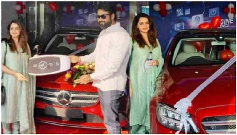 Artsit Bhavana bought car