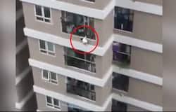 <p>Toddler fall from 12 storey</p>