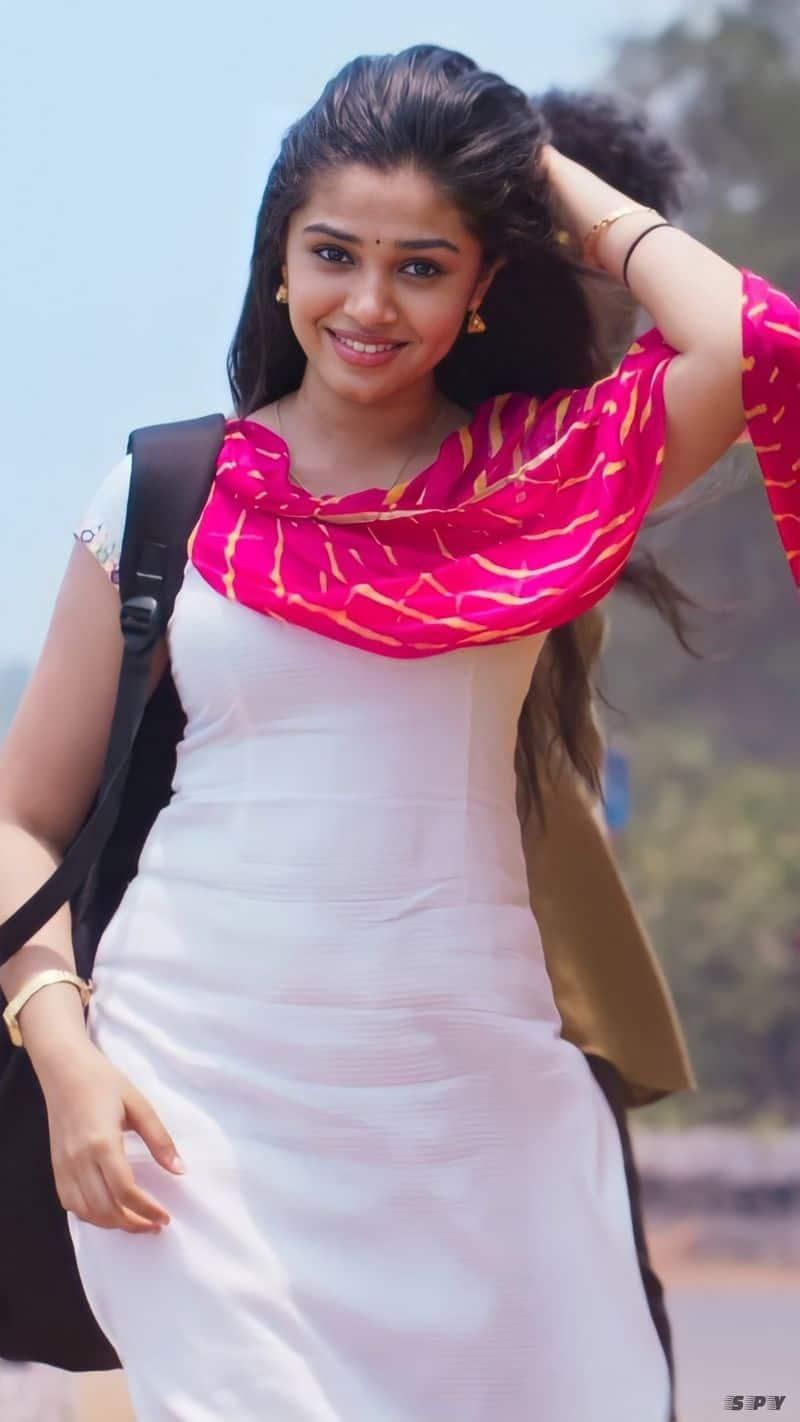 <p>ಉಪ್ಪೆನಾ ಬುಚ್ಚಿ ಬಾಬು ಸನಾ ಅವರು ಬರೆದು ನಿರ್ದೇಶಿಸುತ್ತಿರುವ ಮೊದಲ ಸಿನಿಮಾ</p>
