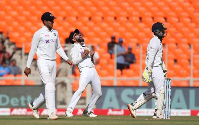 India vs England Zak Crawley falls next ball after Rishabh Pant mocks him-Video