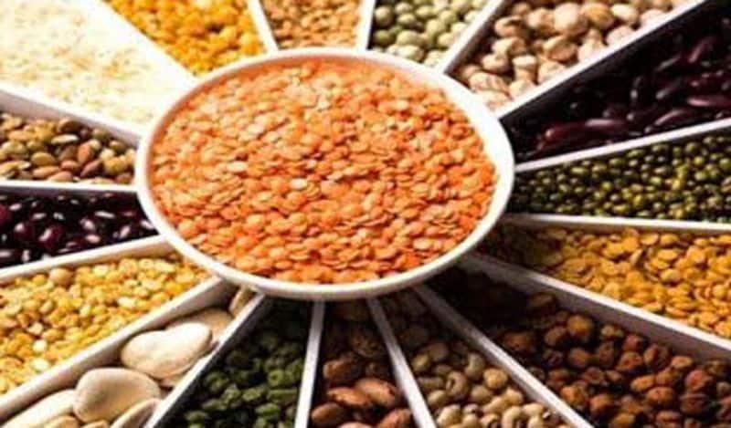 <p>भारत में कई तरह की दालें मिलती हैं। अलग-अलग दाल में अलग गुण होते हैं। जहां मसूर की दाल हल्की और सुपाच्य होती है वहीं अरहर की दाल &nbsp;डाइबिटीज, कैंसर और दिल की बीमारियां दूर होती है।&nbsp;<br /> &nbsp;</p>