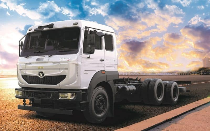 Tata Motors launches India first 3 axle the Signa truck ckm
