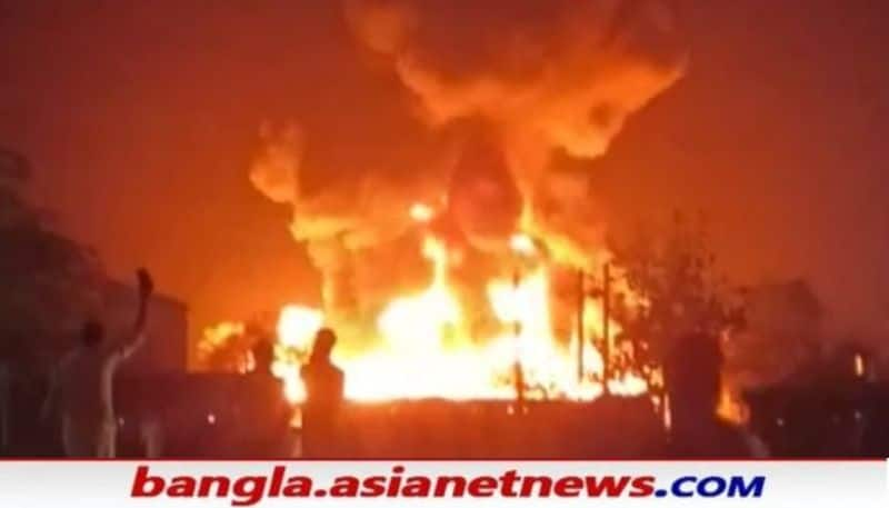 Fire breaks out in the plastic factory at  Murshidabad RTB