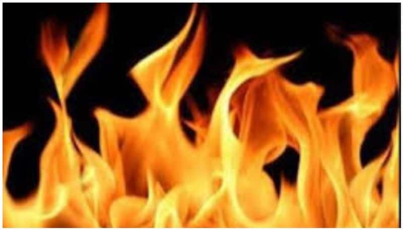 man tries to set self afire in police station over police refuse marriage with his girl friend ksp