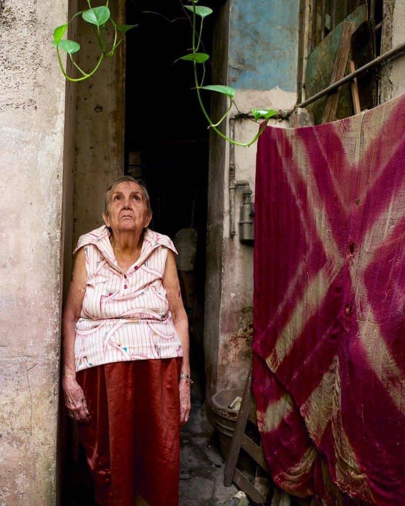 പേജുകൾക്കുള്ളിൽ ഒളിഞ്ഞിരുന്ന ഫോട്ടോഗ്രാഫിയുടെ മാന്ത്രികത അയാളെ അദ്ഭുതപ്പെടുത്തി. തുടർന്ന് ശിക്ഷ കഴിഞ്ഞ്, 2011 -ൽ ജയിലിൽ നിന്ന് പുറത്തിറങ്ങിയപ്പോൾ, എന്താണ് ചെയ്യേണ്ടതെന്ന് ഡൊണാറ്റോയ്ക്ക് വ്യക്തമായ ധാരണയുണ്ടായിരുന്നു. ഇറ്റാലിയൻ മാതാപിതാക്കളുടെ മകനായ അദ്ദേഹം 1970 -കളുടെ അവസാനത്തിൽ ബ്രൂക്ലിന്റെ ലിറ്റിൽ ഇറ്റലിയുടെ ഹൃദയഭാഗത്താണ് വളർന്നത്.