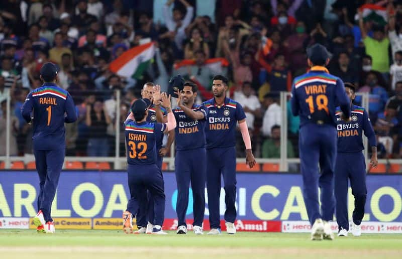 India need 165 runs to win against England in Second T20