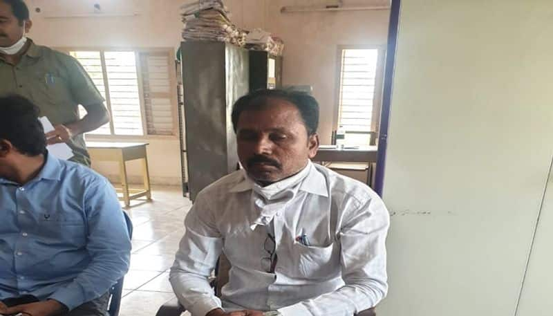 chittoor VRO caught red-handed during ACB raids - bsb