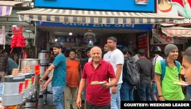 Indore This man sells desi hot dogs, earns crores per year