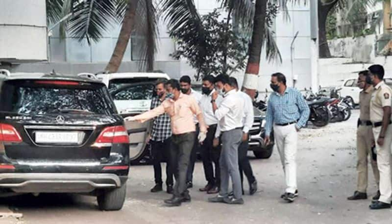 <p>* The Mumbai Police Crime Branch has undergone a massive rejig. A total 65 Crime Branch officers, include Sachin Vaze's close aide Riyaz Qazi, were transferred on Tuesday. Qazi was among those questioned by the NIA in connection with the Mansukh Hiren murder case.&nbsp;<br /> &nbsp;</p>  <p>* The Maharashtra Anti-Terrorism Squad says that its preliminary probe has revealed that API Sachin Vaze was the mastermind in the Mansukh murder case. This didn't rule out the possibility of more arrests in the case.<br /> &nbsp;</p>  <p>* Maharashtra ATS chief Jaijit Singh claimed that the Mansukh case accused had destroyed sim cards and mobile phones used in the conspiracy and crime. They also destroyed several CCTV footage.</p>