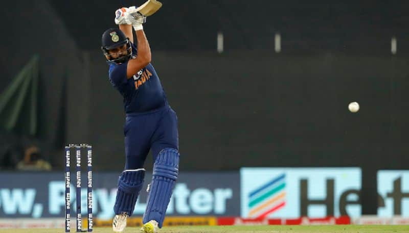 IPL 2021: Rohit Sharma provides autograph to a fanboy from Delhi Capitals, check out who-ayh