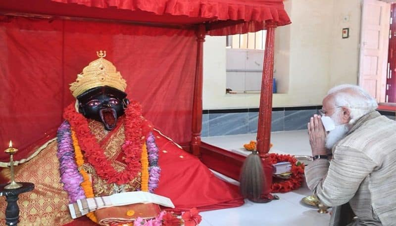 Prayed To Maa Kali To Free World Of Covid : PM Visits Temple In Bangladesh - bsb