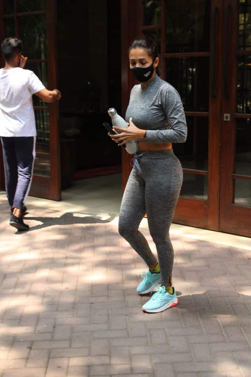 """<p style=""""text-align: justify;""""><strong>Gym Day</strong><br /> She wore a grey full-sleeved crop top and paired it with matching grey gym trousers for her workout routine.</p>"""