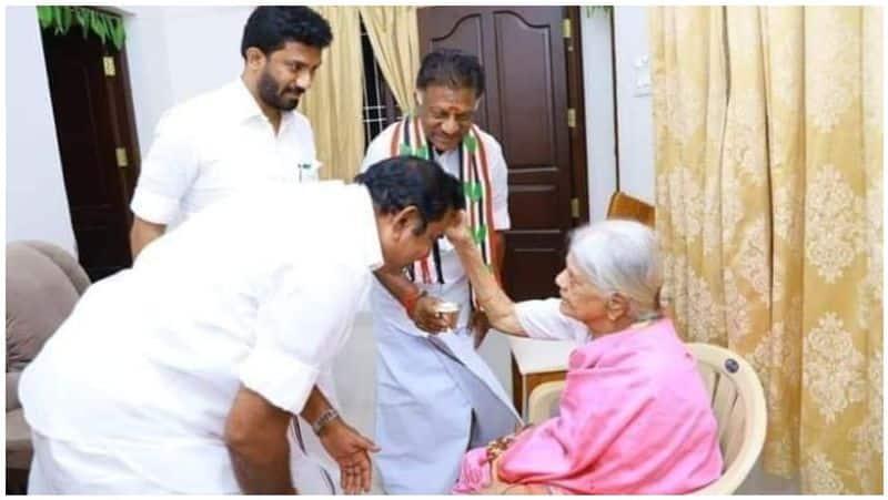 Edappadi Palanisamy blessed by OPalaniyammal