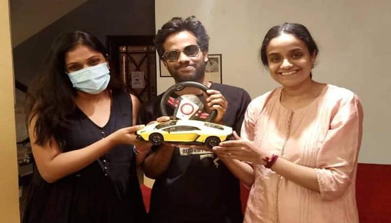 trolls and memes on jathiratnalu producers for car gift to director anudeep arj