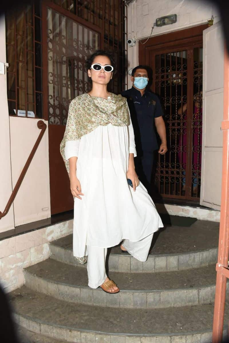 <p>Today, she was spotted heading to a dubbing studio in Mumbai, where she donned a beautiful white suit which she teamed with a printed dupatta.</p>