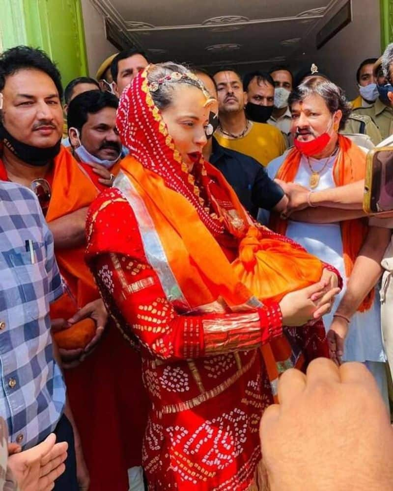 <p>A few days, ago Kangana Ranaut went to Udaipur, Rajasthan, where she visited the Shree Nath Ji Temple. She dressed in vibrant red bandhani suit with jewellery to match. And no mask.&nbsp;</p>