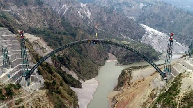 Arch on world's highest rail bridge over Chenab is connected-VPN