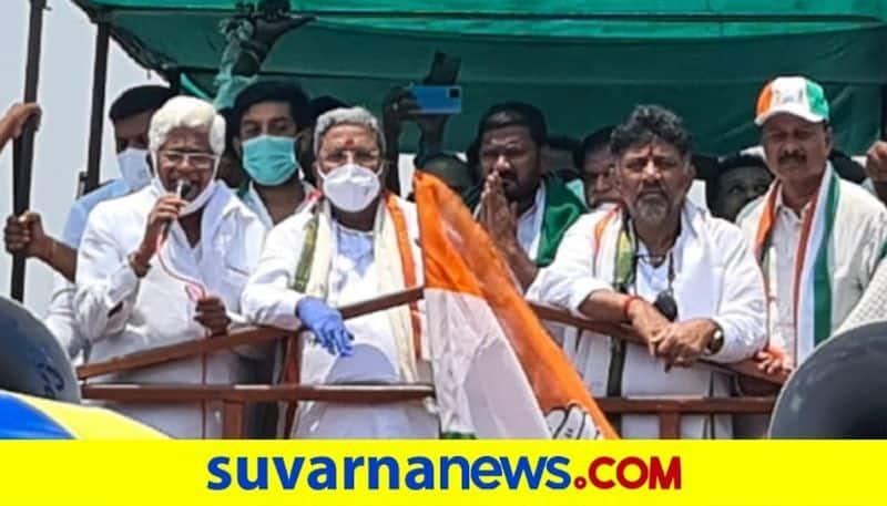 Siddaramaiah Slams BJP in hIs Mega Roadshow in Maski Election Rally 2021 pod