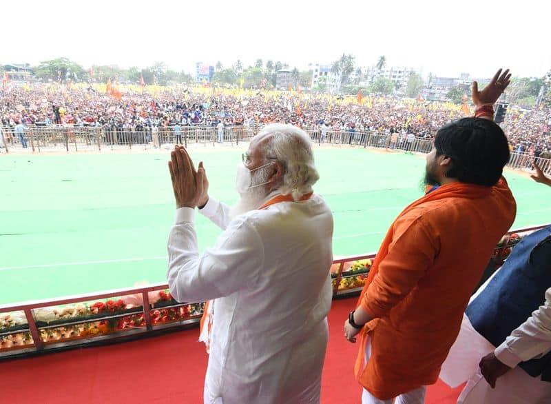 <p>ಮಮತಾ ರಾಜಕಾರಣವನ್ನು ಫುಟ್ ಬಾಲ್ ಎಂದು ಅಂದುಕೊಂಡಿದ್ದಾರೆ. ಅದಕ್ಕೆ ಜನರೆ ಉತ್ತರ ನೀಡಲಿದ್ದಾರೆ.</p>