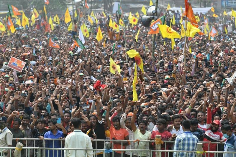 <p>ಈ ಹಂತದಲ್ಲಿ 205 ಅಭ್ಯರ್ಥಿಗಳು ಕಣದಲ್ಲಿದ್ದು, 13 ಮಹಿಳಾ ಅಭ್ಯರ್ಥಿಗಳು ಅಖಾಡದಲ್ಲಿದ್ದಾರೆ.</p>