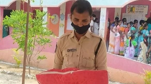 AP Police s humane face at TamilNadu Elections  - bsb