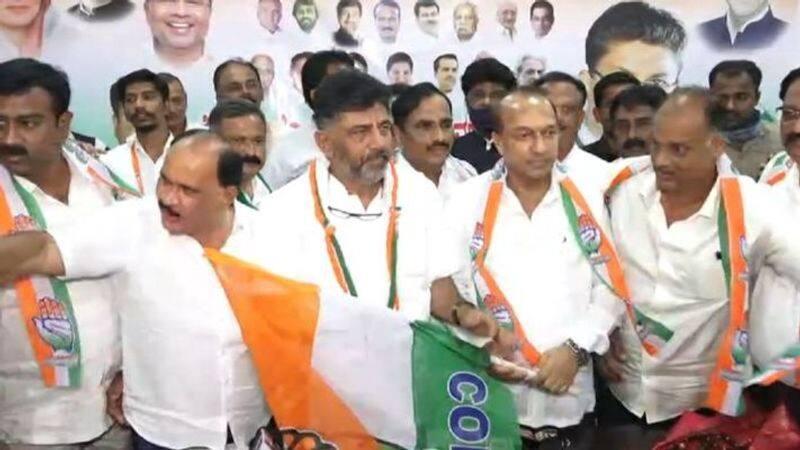 Shivamogga JDS President Manjunath Gowda Joins Congress rbj