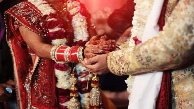 UP Bride runs away with Rs 1 lakh cash, jewellery during Wedding mah
