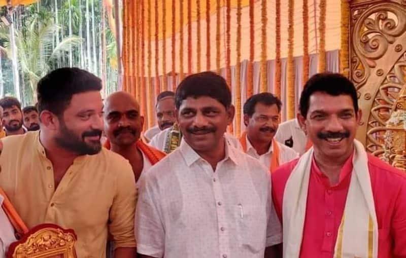 Politics and friendship Congress mp dk suresh in BJP State president nalin kumar kateel house mah