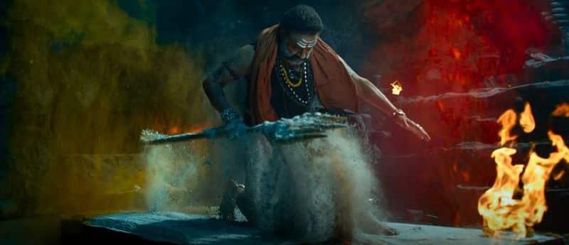 ఇదే ఇప్పుడు పెద్ద గందరగోళానికి, అయోమయానికి గురి చేస్తుంది. స్టార్ హీరోల సినిమాలు ఒకేసారి విడుదలయితే అది థియేటర్లపై ప్రభావం పడుతుంది, కలెక్షన్లపై ప్రభావం పడుతుంది. దీంతో నిర్మాతలు,   సినిమాని కొన్నవాళ్లు నష్టపోయే ప్రమాదం ఉంది. ఓ రకంగా జులై తర్వాత టాలీవుడ్లో పెద్ద గందరగోళం నెలకొంటుందని, పెద్ద వివాదాలు నెలకొంటాయనే చర్చ జరుగుతుంది. స్టార్ హీరోల మధ్య థియేటర్ల   కొట్లాట తప్పదనే టాక్ వినిపిస్తుంది.